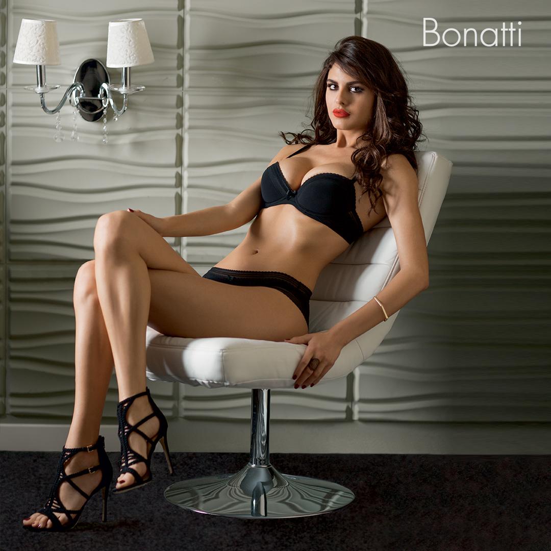 fekete fehérnemű Bonatti